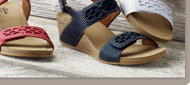 A229895 • Clarks Bendables Alto Anthem Leather Wedge Sandals